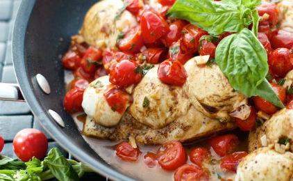 Φιλέτο κοτόπουλο με ντοματίνια και μοτσαρέλα