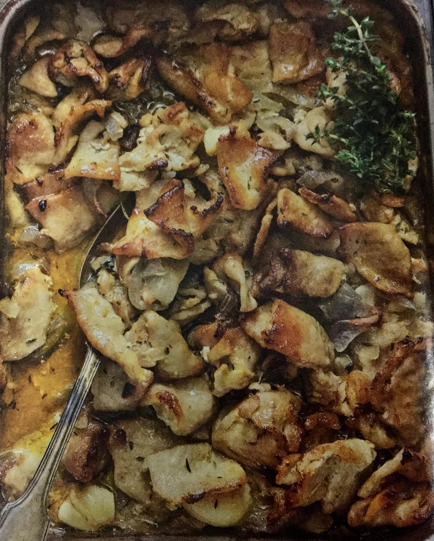 Χοιρινό ψιλοκομμένο στον φουρνο με κρεμμύδια και μουστάρδα