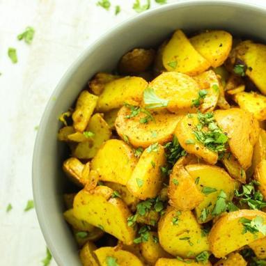 Τραγανές πατάτες με κουρκουμά και κάρυ