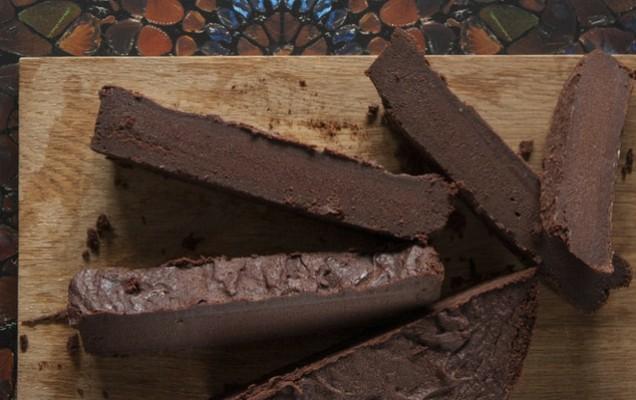 Εύκολη σοκολατόπιτα με 4 υλικά
