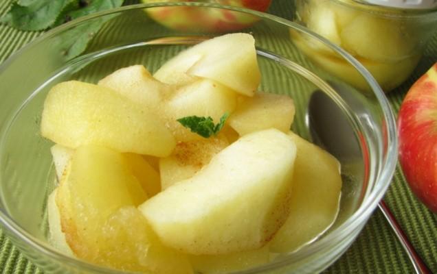 Κομπόστα μήλου με δυόσμο και κανέλα