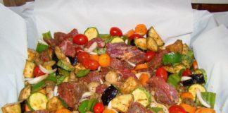 Μοσχαράκι στη λαδόκολλα με λαχανικά