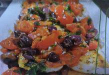 Ψάρι φιλέτο με ντομάτες και ελιές