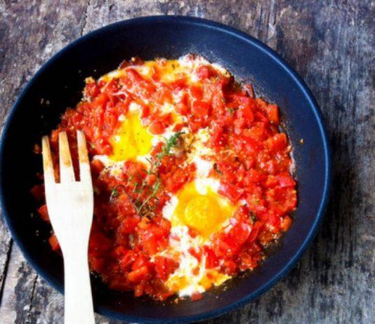 Πιπεριές και τσίλι με αυγά