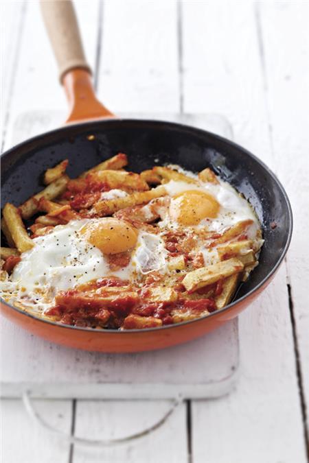 Τηγανητές πατάτες με ντομάτες και αυγά