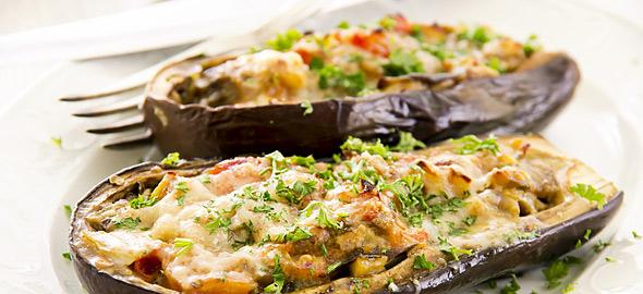Μελιτζάνες γεμιστές με λαχανικά και κατσικίσιο τυρί